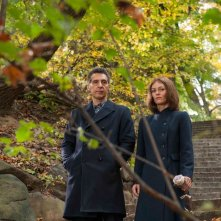 Gigolò per caso: Vanessa Paradis a passeggio nel parco con John Turturro in una scena del film