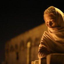 Only Lovers Left Alive: Tilda Swinton avvolta in uno scialle