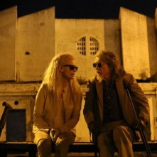 Only Lovers Left Alive: Tilda Swinton e John Hurt in una scena del film