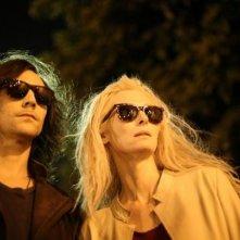 Only Lovers Left Alive: Tilda Swinton e Tom Hiddleston in un momento del film