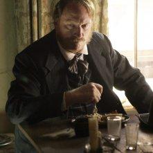 Deadwood: Jeffrey Jones in una scena della prima stagione della serie western