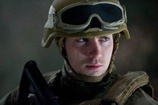 Godzilla: un primissimo piano del soldato Aaron Taylor-Johnson