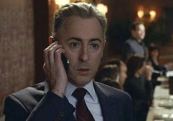 The Good Wife: Alan Cumming nell'episodio Dramatics, Your Honor