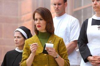 American Horror Story Asylum: Sarah Paulson in una scena dell'episodio Benvenuti a Briarclif