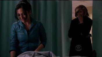 The Good Wife: Archie Panjabi e Christine Baranski nell'episodio Dramatics, Your Honor