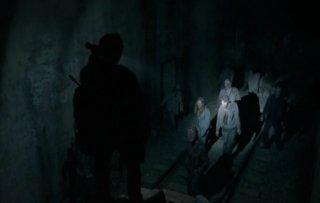 The Walking Dead: pericolosi Erranti nell'episodio Noi