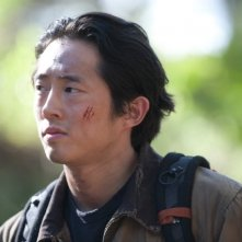 The Walking Dead: un primo piano di Steven Yeun nell'episodio Noi