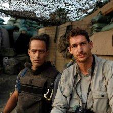 Tim Hetherington: dalla linea del fronte, il regista del documentario Sebastian Junger con Tim Hetherington