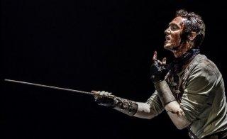 Tom Hiddleston in una delle più impressionanti scene di Coriolanus