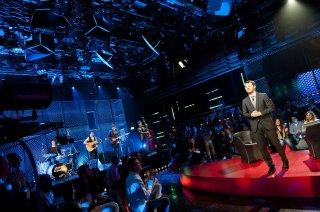 Alessandro Cattelan in un momento del talk show E poi c'è Cattelan