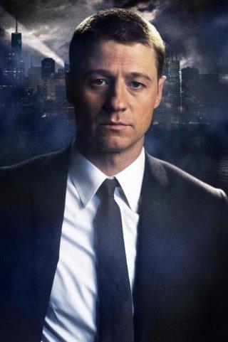 Gotham: immagine promozionale della serie con Ben McKenzie nel ruolo di James Gordon