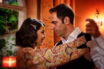 Una villa per due - Donatella Finocchiaro e Neri Marcorè nel tv movie