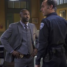 Arrow: Paul Blackthorne con Adrian Holmes in una scena dell'episodio Deathstroke
