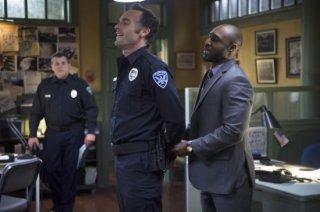 Arrow: Paul Blackthorne e Adrian Holmes in una scena dell'episodio Deathstroke