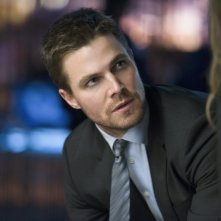 Arrow: Stephen Amell in un momento  dell'episodio Deathstroke