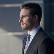 Arrow: Stephen Amell in una scena dell'episodio Deathstroke