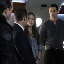 Agents of S.H.I.E.L.D.: Chloe Bennet e Brett Dalton in un momento dell'episodio End of the Beginning