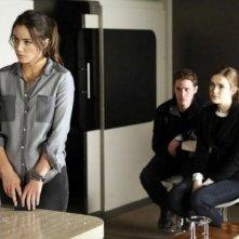 Agents of S.H.I.E.L.D.: Chloe Bennet, Iain De Caestecker ed Elizabeth Henstridge nell'episodio Turn, Turn, Turn