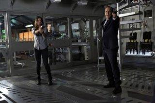 Agents of S.H.I.E.L.D.: Clark Gregg e Chloe Bennet nell'episodio Turn, Turn, Turn