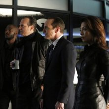 Agents of S.H.I.E.L.D.: Clark Gregg, Ming-Na Wen, Bill Paxton in una scena di gruppo nell'episodio End of the Beginning