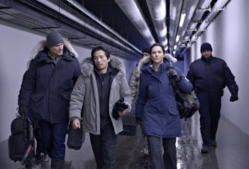 Helix: Billy Campbell, Hiroyuki Sanada e Kyra Zagorsky nel primo episodio della serie