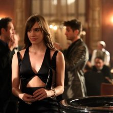 Revenge: Christa B. Allen in un momento dell'episodio Addiction, della terza stagione