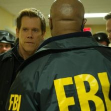 The Following: Kevin Bacon con Shawn Ashmore in una scena dell'episodio Freedom della seconda stagione