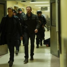 The Following: Kevin Bacon e Shawn Ashmore durante una scena dell'episodio Freedom della seconda stagione