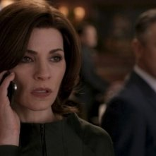 The Good Wife: Julianna Margulies e Alan Cumming in una scena dell'episodio The Last Call