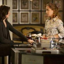 The Good Wife: Julianna Margulies e Makenzie Vega in una scena dell'episodio The Last Call
