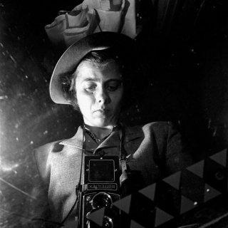 Alla ricerca di Vivian Maier: la celebre fotografa in un'immagine del film