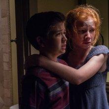 Oculus: Garrett Ryan e Annalise Basso in una triste scena del film