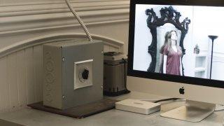 Oculus: una scena del film con Karen Gillan