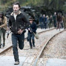 The Walking Dead: Andrew Lincoln, Chandler Riggs e Danai Gurira in fuga dai morti viventi nell'episodio A