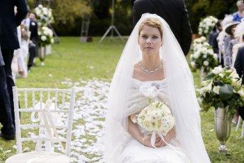 Un matrimonio da favola: Andrea Osvart in una scena del film con il suo splendido abito da sposa