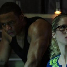 Arrow: Emily Bett Rickards e David Ramsey nell'episodio Intrusione, della prima stagione