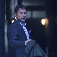 Arrow: John Barrowman nell'episodio Sacrificio, finale della prima stagione