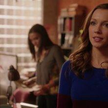 Arrow: Katie Cassidy in una scena dell'episodio Bruciato, della prima stagione