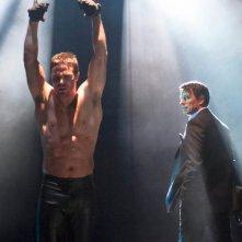 Arrow: Stephen Amell e John Barrowman nell'episodio Sacrificio, finale della prima stagione