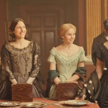 Kristin Scott Thomas con Felicity Jones, Perdita Weeks e Susanna Hislop in The Invisible Woman