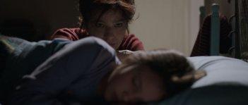 Nessuno mi pettina bene come il vento: Laura Morante con la piccola Andreea Denisa Savin in una tenera scena del film