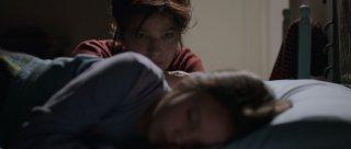 Nessuno mi pettina bene come il vento: Laura Morante e Andreea Denisa Savin in una tenera scena del film