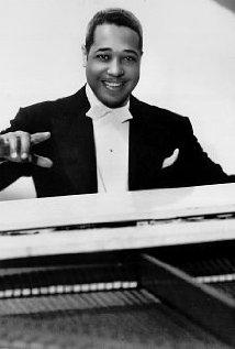 Una Foto Di Duke Ellington 327734