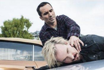 Bates Motel: Nestor Carbonell, Michael Eklund in una scena dell'episodio The Escape Artist