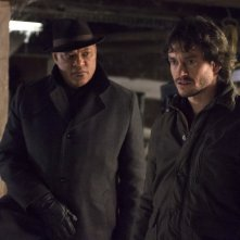 Hannibal: Hugh Dancy e Laurence Fishburne in una scena dell'episodio Yakimono, della seconda stagione