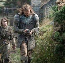 Il trono di spade: Maisie Williams e Rory McCann nell'episodio Breaker of Chains