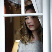 Revenge: Emily VanCamp nell'episodio Blood, della terza stagione