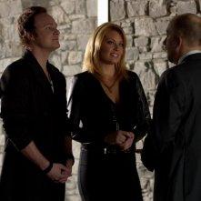 Arrow: David Anders insieme a Ona Grauer nell'episodio Tradimento