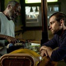 Banshee: Antony Starr in una scena dell'episodio Little Fish, premiere della seconda stagione