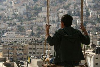 Giraffada: Ahmed Bayatra in una scena del film